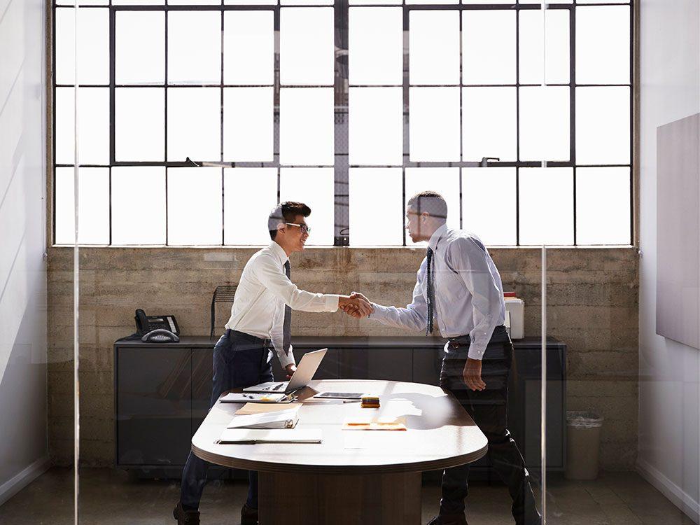 """Lors d'une entrevue d'embauche apprenez à répondre à la question suivante: """"pourquoi devrions-nous vous engager?"""""""