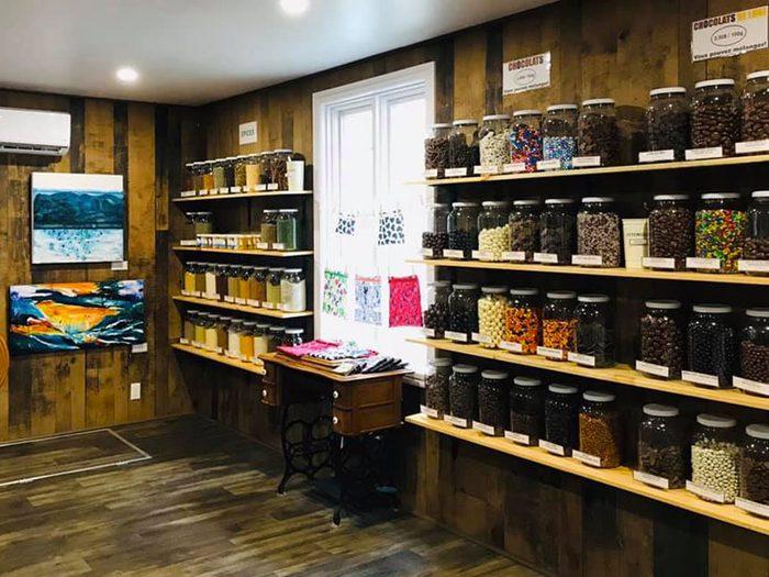 La boutique Au Bord du Vrac à Trois-Pistoles est une épicerie zéro déchet.