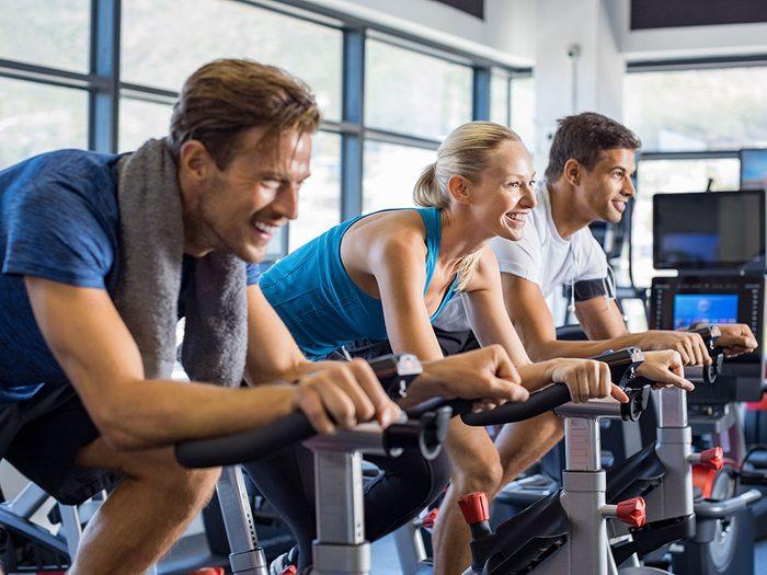 Faites du sport en participant à une activité de spinning en compagnie de célébrités!