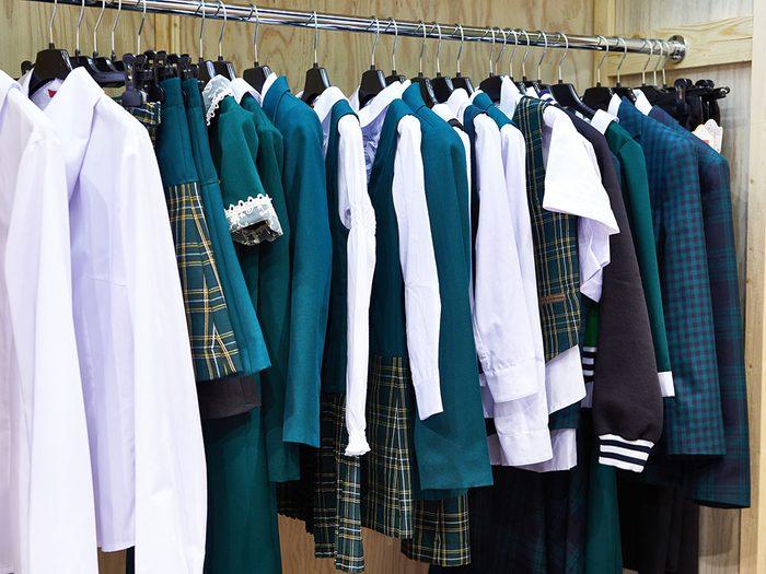 N'hésitez pas à acheter les uniformes scolaires de vos enfants dans une friperie.