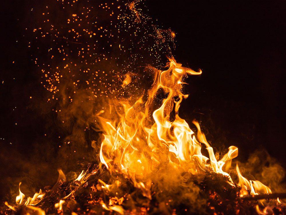 Histoire insolite: une explosion a déclenché un feu qui s'est propagé sur plus de 18000ha de terres en Arizona.