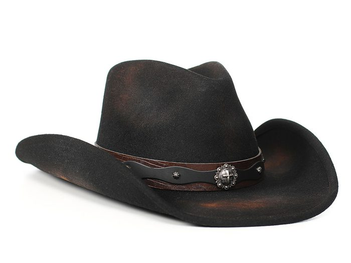 Histoire insolite: un usurpateur au chapeau de cowboy noir partait du restaurant sans payer.