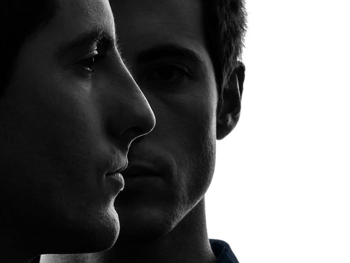 Histoire insolite: l'ADN de l'enfant correspondait à celui de jumeaux identiques.