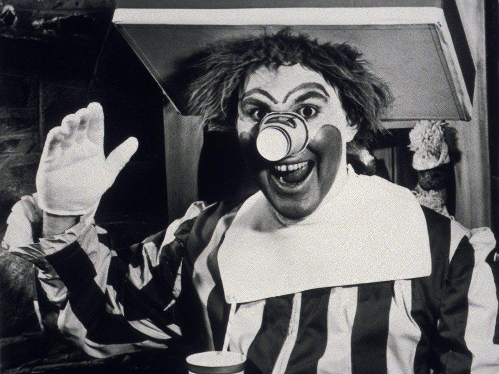 La garde-robe de Ronald McDonald's a évolué.