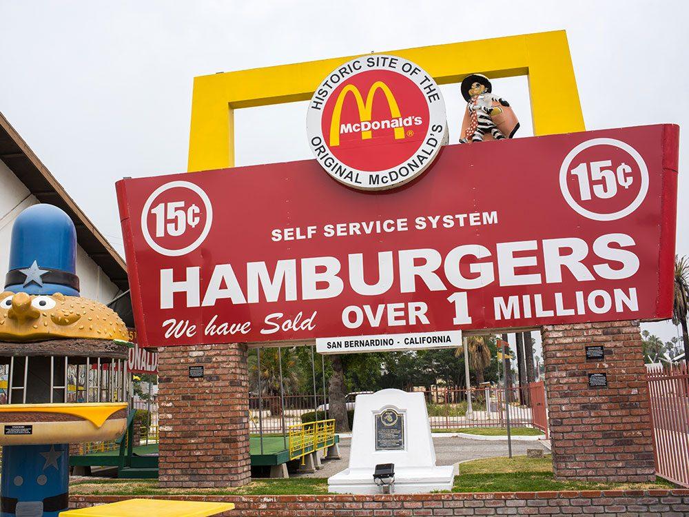 L'histoire de McDonald's a commencé dans un restaurant de grillades.