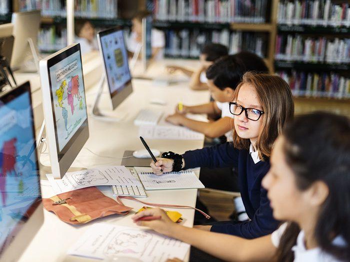 Les enfants apprendraient différemment sans les médias sociaux.