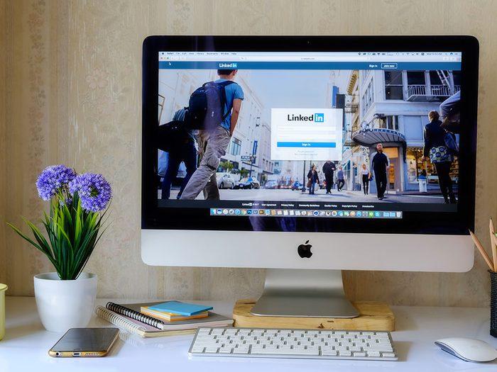 Il serait plus difficile aux employeurs potentiels de nous trouver sans les médias sociaux.