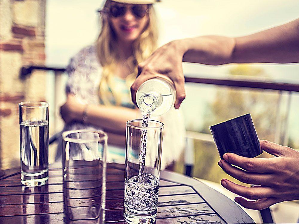 «Un des plus grands dangers au restaurant est le verre d'eau sur la table».