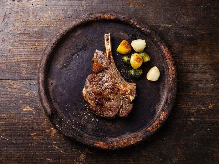 Au restaurant, évitez de commande des viandes avec l'os.