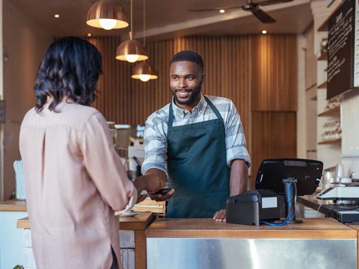 Ne vous sentez pas insulté si les restaurateurs et le personnel ne se souviennent pas de votre nom.