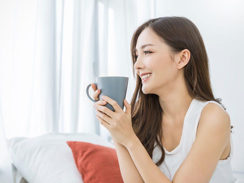 Le thé rooibos contient des éléments qui peuvent aider à améliorer la texture, la qualité, la santé et l'élasticité de la peau.