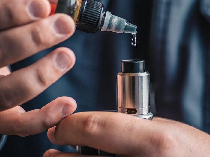 Vapotage: les cigarettes électroniques parfumées doivent être interdites.
