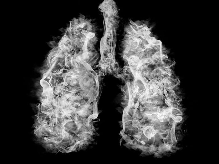 Le vapotage a des effets dévastateurs pour les poumons.