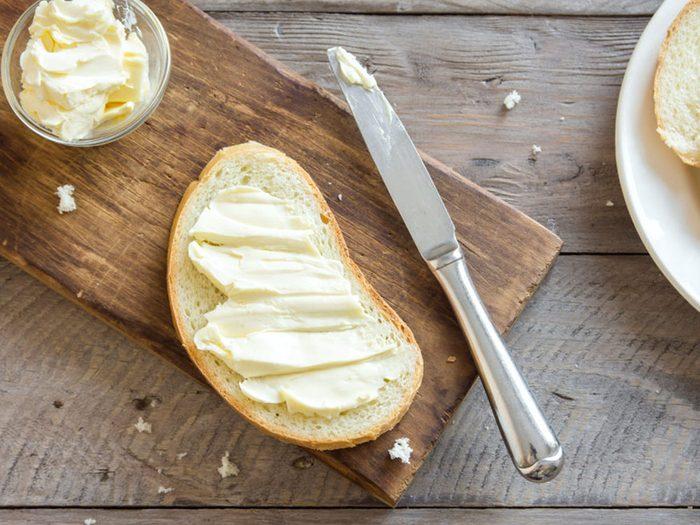 La margarine est l'un des aliments que vous croyez végétalien mais qui ne l'est pas!