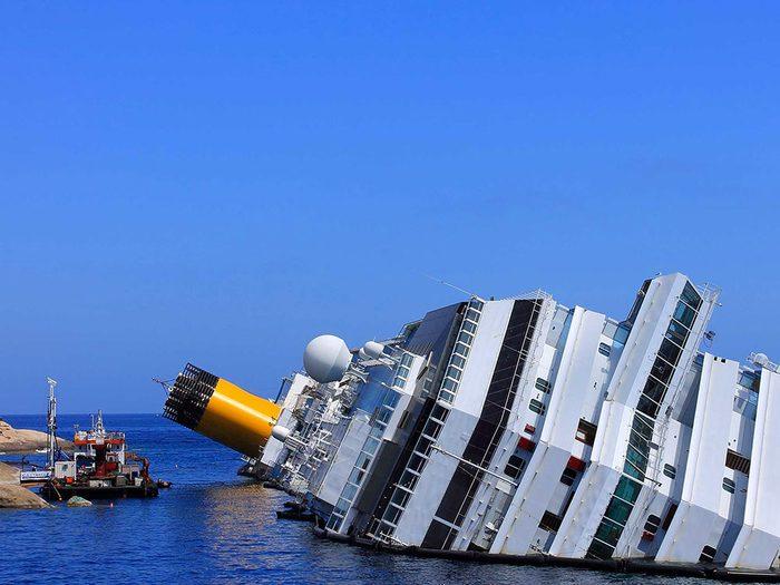 Le paquebot Costa Concordia s'est échoué devant une île sur la côte italienne un vendredi 13.