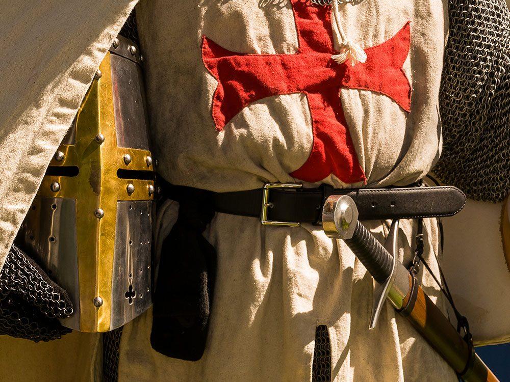 Des milliers de chevaliers de l'Ordre du Temple ont été arrêtés, torturés et accusés d'hérésie par la royauté française un vendredi 13.