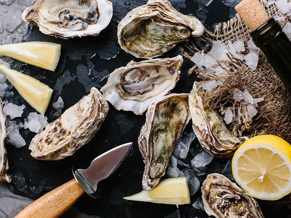 Les huîtres sont pauvres en calories et riches en nutriments dont la vitamine D.