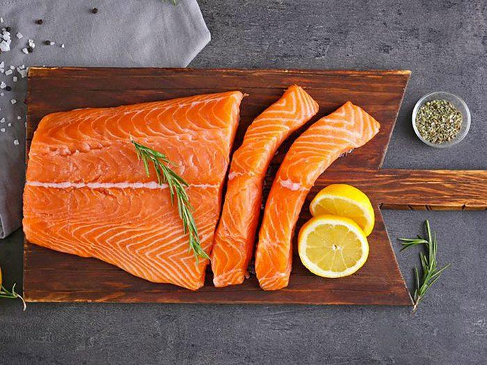 Mangez du saumon, c'est un aliment riche en vitamine D.