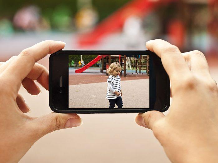 Vous mettez en ligne des photos des enfants des voisins.