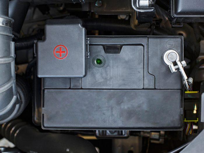 Si votre voiture ne démarre pas, c'est peut-être que votre batterie est à plat.