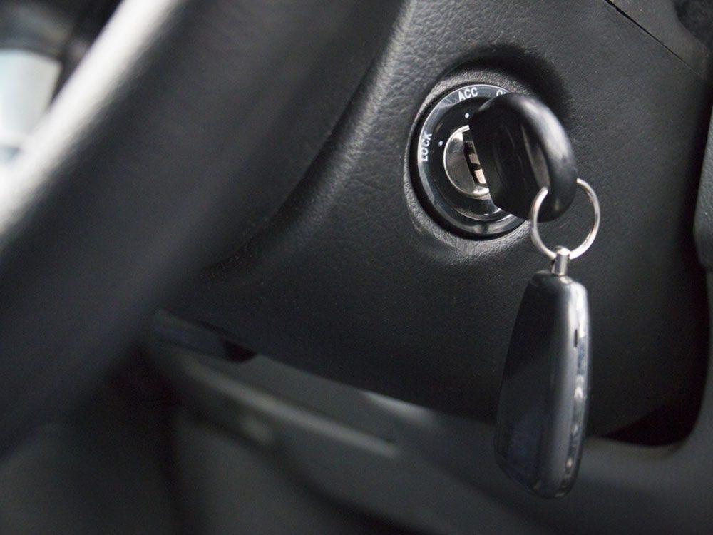 Si votre voiture ne démarre pas, c'est peut-être que votre relais de pompe de carburant est mort.