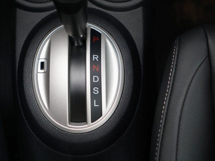 Si votre voiture ne démarre pas, c'est peut-être que votre vitesse est sur «Drive».