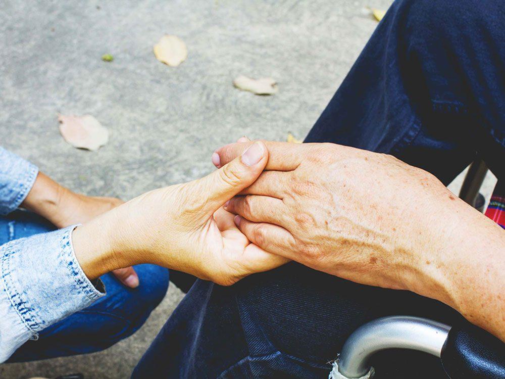 Pour lutter contre la solitude, aidez les gens dans le besoin.