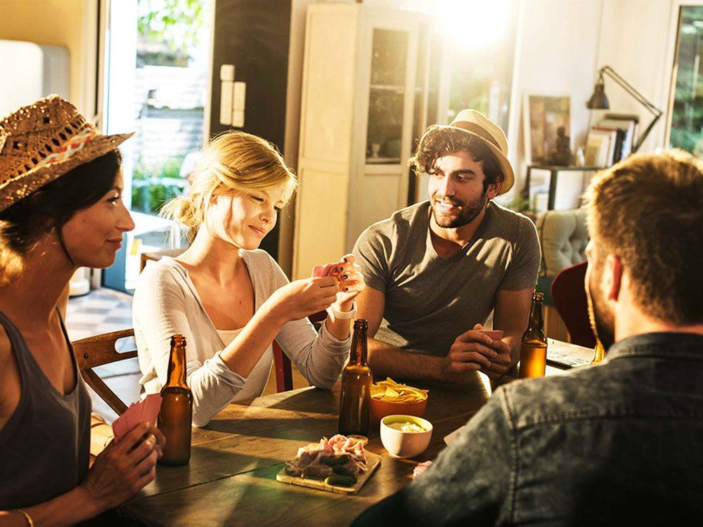 Pour lutter contre la solitude, créez un rituel social.