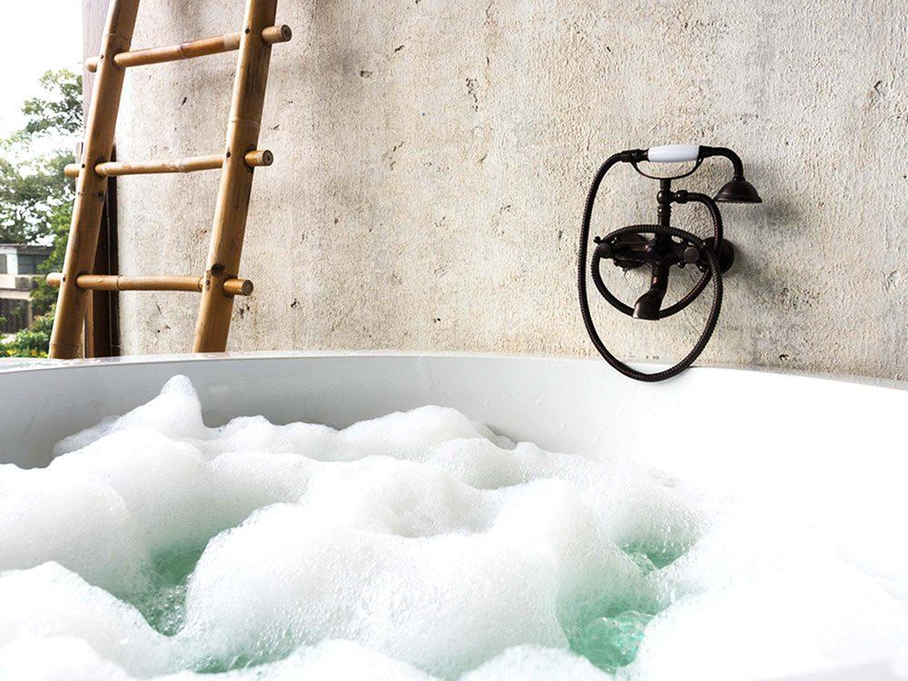 Pour lutter contre la solitude, prenez un bain chaud.