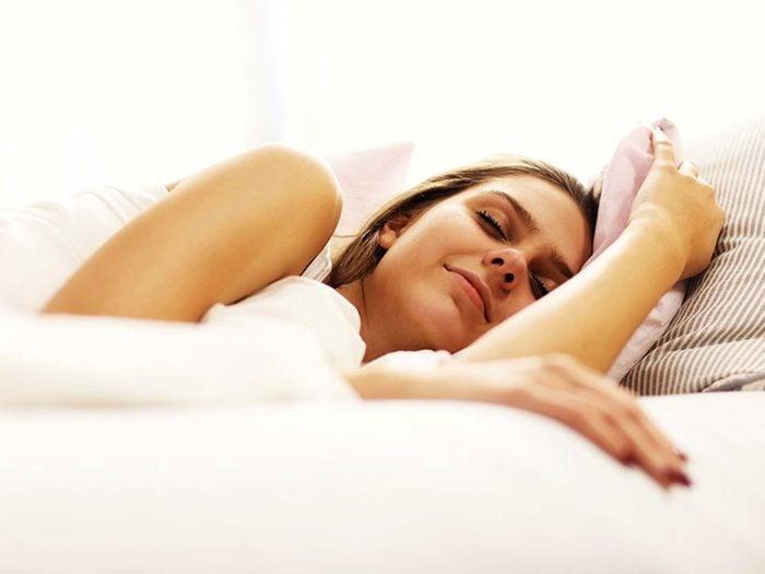Pour lutter contre la solitude, dormez bien.
