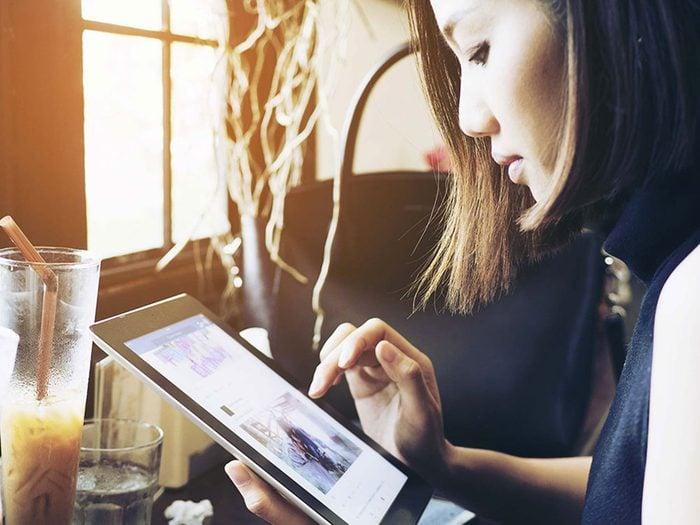Pour lutter contre la solitude, faites un usage intelligent des médias sociaux.