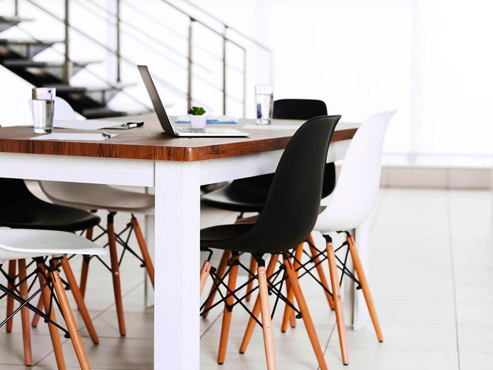Pour lutter contre la solitude, essayez un espace de travail partagé.