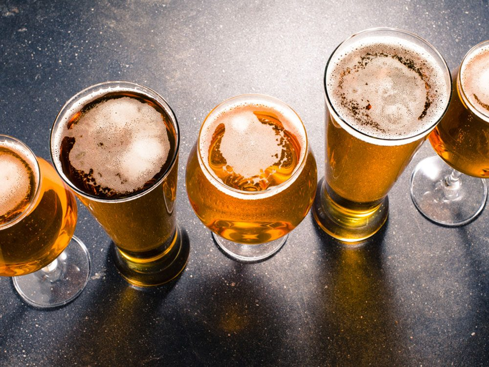 Acheter une bière avec 1$.