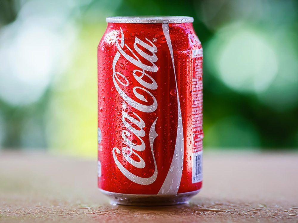 Acheter trois cannettes de Coke avec 1$.