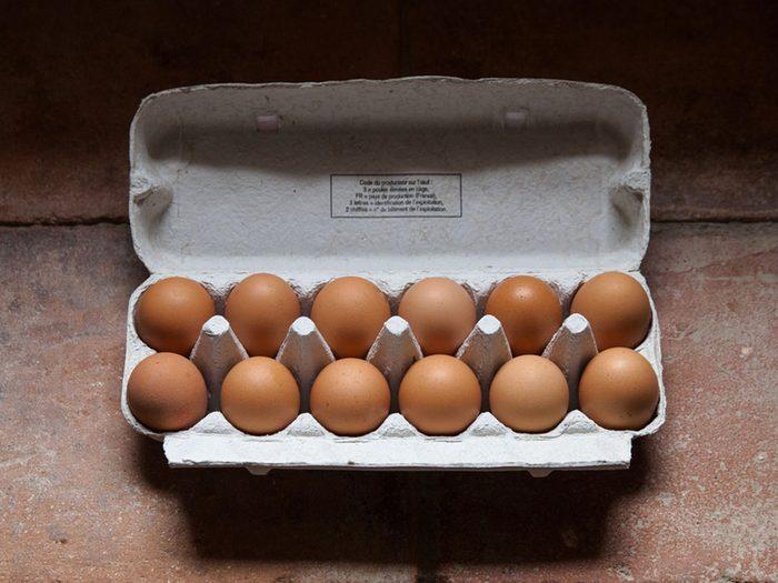 Acheter une douzaine d'œufs avec 1$.