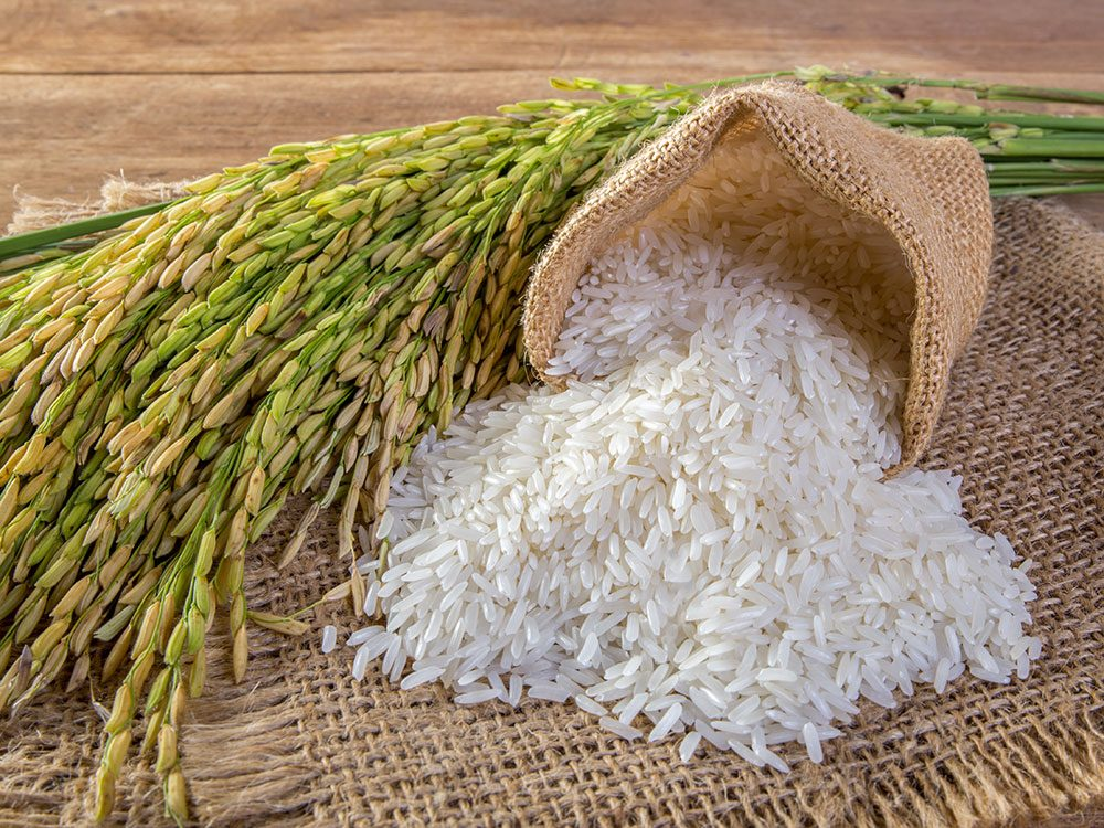 Acheter un kilo et un quart de riz avec 1$.