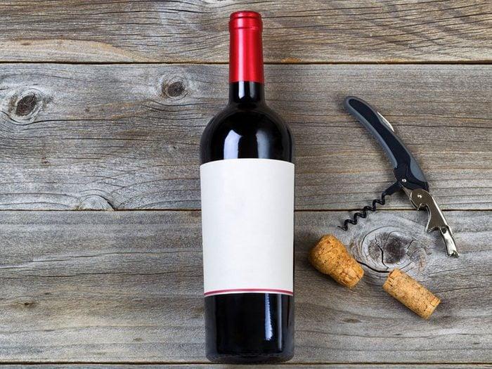 Acheter une demie bouteille de vin en Hongrie avec 1$.