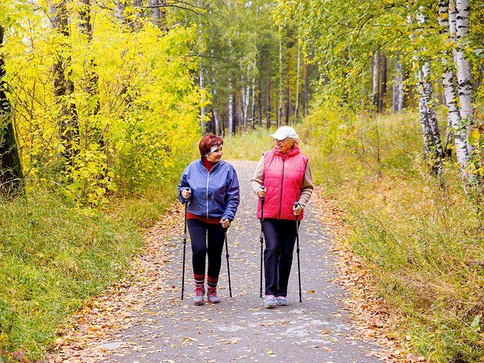 Une marche quotidienne de 20 minutes suffit pour avoir votre activité physique hebdomadaire.