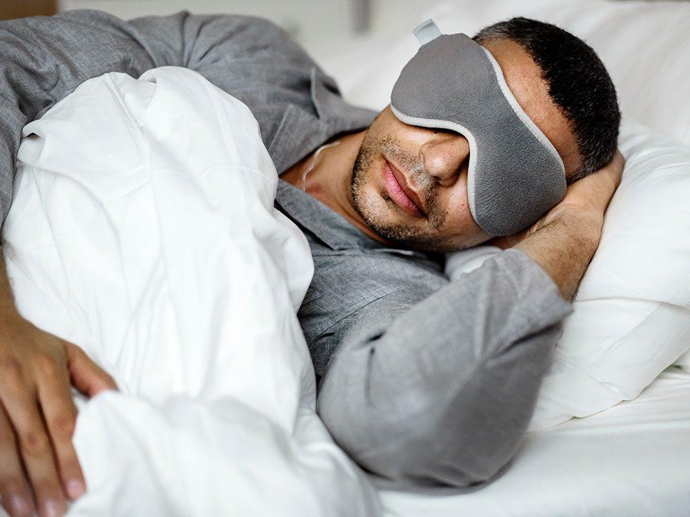 Les astronautes ne peuvent pas dormir sans un masque sur les yeux.