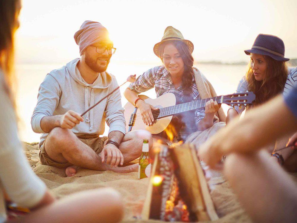 Les personnes qui ont du charme cherchent les intérêts qu'elles ont en commun avec les autres.