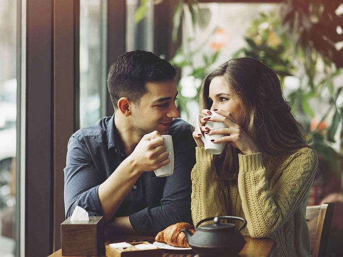 Les gens qui ont du charme sont sensibles au langage non verbal.