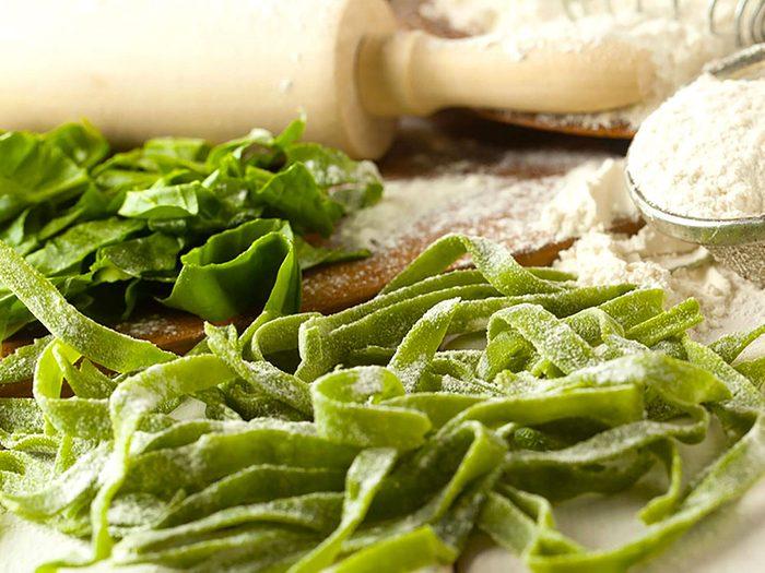 Les pâtes et tortillas aux épinards ne sont pas aussi bonnes pour la santé que ce qu'on pense.