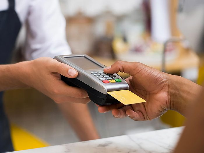 Voici 7 occasions où ne jamais utiliser votre carte de débit.