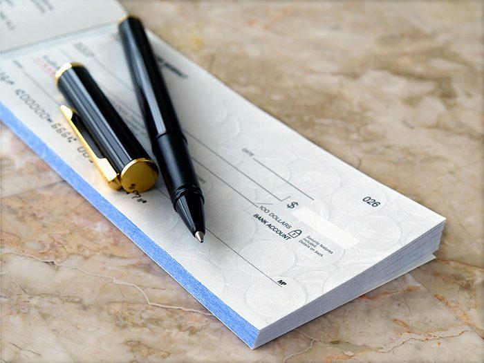 Beaucoup de banques offrent maintenant la possibilité d'avoir des choses gratuites telles que les comptes chèques.