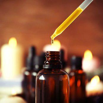 Utiliser des huiles essentielles pour combattre l'acné? Lisez d'abord ceci