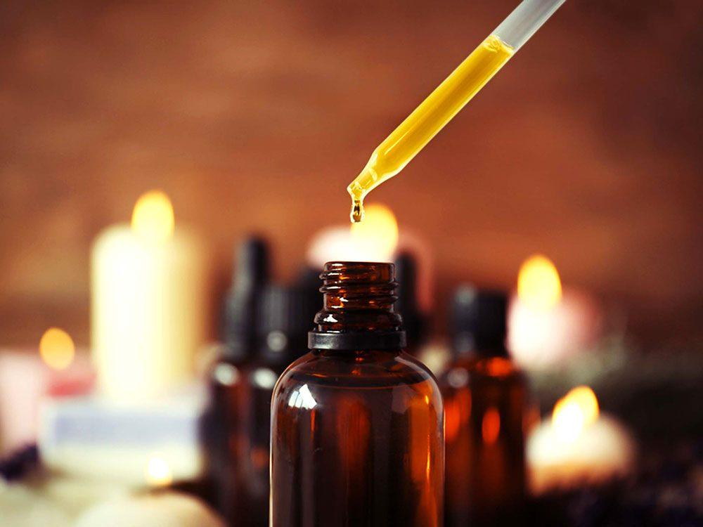 Des recettes d'huiles essentielles pour combattre l'acné.