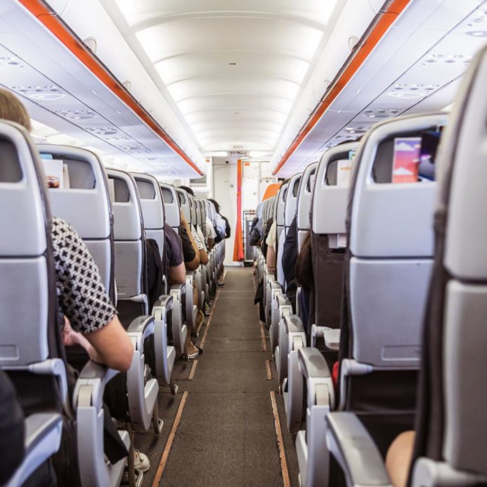 10 comportements impolis dans un avion