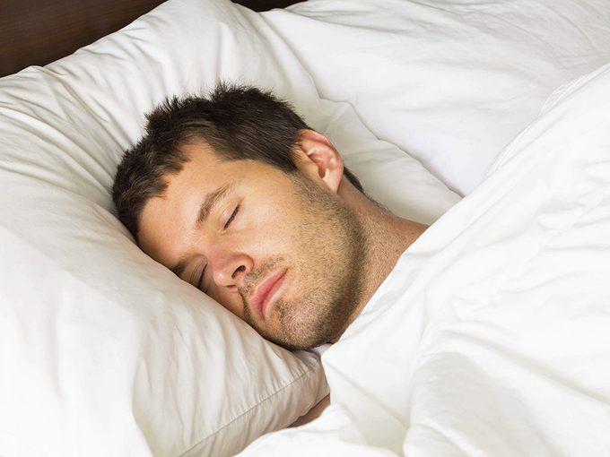 Les massothérapeutes peuvent vous conseiller de changer d'oreiller.