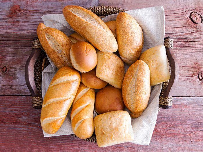 Ne pas manger le pain dans la corbeille de pain multi-usage...