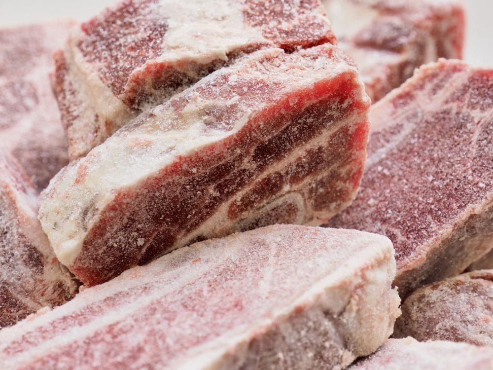 Ne pas manger les viandes brûlées par une longue congélation.